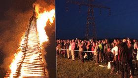 """Pálení čarodějnic v Praze: """"Nechte to na klidnější období,"""" vyzývají hasiči v době koronaviru"""