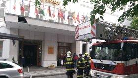 V Praze hořel další hotel. Hasiči evakuovali téměř stovku hostů