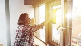 Nesnášíte mytí oken? Zkuste pomocníka, se kterým to půjde samo. Co všechno umí?