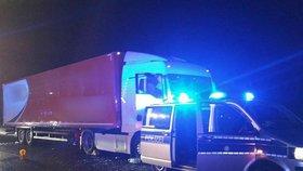 Řidič kamionu zemřel na dálnici za jízdy: Neovladatelný kolos zastavovali řidiči i pěší