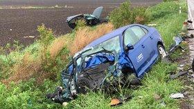 Smrt na silnici v Pelhřimovsku: Po srážce dvou aut zemřel řidič