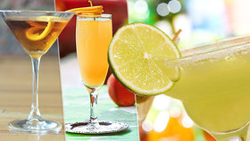 Namíchejte si drink jako profík! Slavné koktejly se zrodily před 200 lety v Americe