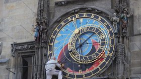 """Nejslavnější orloj světa opět přemalovávají: """"Špatná příprava,"""" rozčilují se odborníci"""