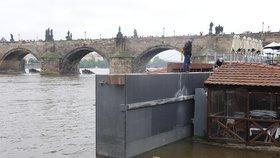 Test protipovodňových opatření v Praze: Jako první zavírá Čertovka