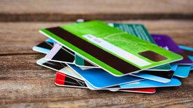 S bezkontaktními kartami mohou být problémy, varuje ČNB. Může za to nařízení EU
