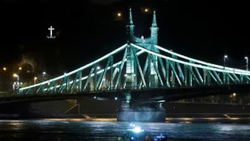 Policie zatkla kapitána lodi, která potopilo vyhlídkové plavidlo na Dunaji: 21 lidí se stále pohřešuje