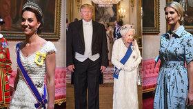 Trump na banket královny přišel v žaketu, Ivanka v nebeské modři a Kate v bílé