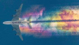 Letadlo s duhovou stopou: Stroj vykouzlil na nebi pohádkovou krásu!