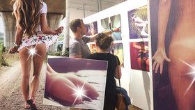Žhavé i romantické fotky dámských zadečků: Vystrčenou zadnici fotil Jan Svoboda i v metru