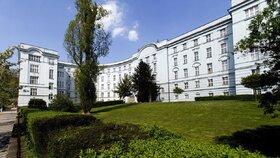 Stařenka (†85) s koronavirem zemřela v pražské nemocnici: Selhávalo jí srdce