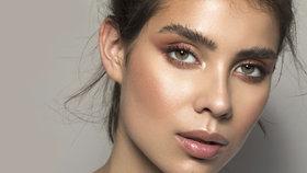 Konturování podle tvaru obličeje: Jak správně nanášet bronzer nebo rozjasňovač?
