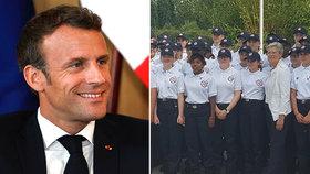 Macron otestoval obnovení povinné vojny. Teenageři mu omdlívali při ceremonii