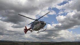 Ženě při vaření vzplanulo oblečení a utrpěla vážné popáleniny: Zasahovat musel vrtulník