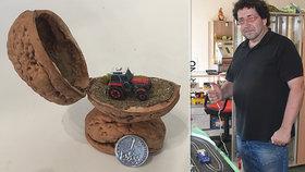 """Vášeň Zbyňka z Bílovce: Model traktoru """"nacpal"""" do skořápky od vlašského ořechu!"""