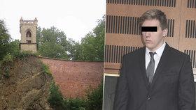 Shodil přítelkyni do rokle: Mladík místo vězení na roky vyvázl s podmínkou