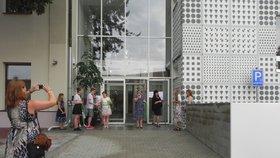 Škola v Praze-Lipencích se rozrostla: V novém pavilónu přibyly třídy, kabinet, dílny a cvičná kuchyně