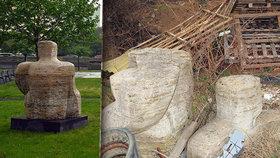 Šokující nález. Mezi harampádním v Řeporyjích našli rozřezanou sochu: Devět let ji postrádali v Praze 4