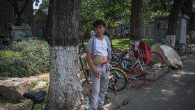 """Konec """"vyvalených pupků"""". Město zakázalo """"pekingské bikiny"""", odhalení muži pobuřovali"""