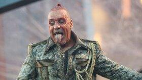 Zpěvák skupiny Rammstein skončil na intenzivní péči! Podezření na koronavirus