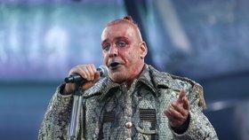 Rammstein v Praze: Zvuk jako z lahve, žádné řeči, osvědčené hity i chemie s publikem