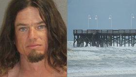 Opilý otec hodil syna (5) z mola do oceánu, aby ho naučil plavat. Dítě se málem utopilo