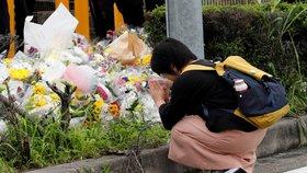 Nejhorší masová vražda za desítky let: Japonsko truchlí za oběti požáru studia