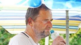 Robert Záruba se za nevyléčitelnou nemoc kůže nestydí! Ukázal skvrny po celém těle