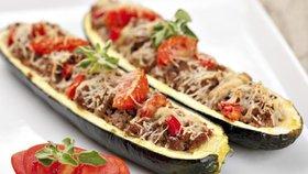 Cuketa na gril: Ochutnejte tu s mozzarellou, česnekem, plněnou masem nebo v alobalu