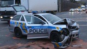 Dramatické pronásledování a tvrdý náraz na Ústecku: Policisté skončili v nemocnici