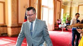 """Staňkův """"dárek"""" na rozloučenou. Exministr před odchodem odvolal kritika, knihovníci zuří"""