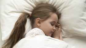 Matrace mohou ve spánku trávit děti, tvrdí studie. Ekolog radí s výběrem bezpečné