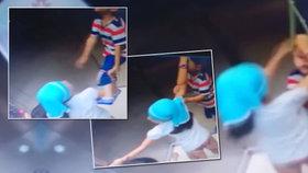 Malá zachránkyně: Holčička osvobodila brášku z oprátky, která ho málem zabila