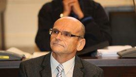 """Kauza Elischer: """"Do vazby mě poslali nezákonně,"""" tvrdí soudce obžalovaný z přijímání úplatků. Podal trestní oznámení"""