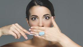 Jak pečujete o zubní kartáček? Tyto chyby vás mohou stát zdraví!