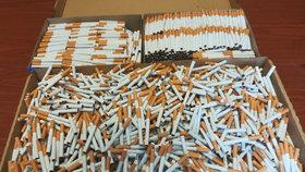Filutové na legální lince vyráběli nelegální cigarety: Stát obrali o 15 milionů