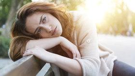 10 signálů, že máte potíže s hormony: Poznáte to na očích i na váze!