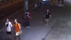 Loupež na Florenci: Muž dostal skejtem po hlavě, přišel o notebook i mobil