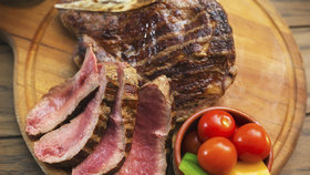 Flank steak na grilu: Nezapomenutelná pochoutka, která se bude rozpadat na jazyku