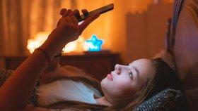Sociální sítě narušují dětem spánek a duševní zdraví. Expert: Nastavte pravidla