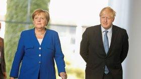 Johnson řekl Merkelové, že chce brexit s dohodou. Vadí mu ale irská pojistka