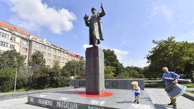 Ruská ambasáda běsní z poničené Koněvovy sochy. Viní radnici Prahy a předvolala si velvyslance