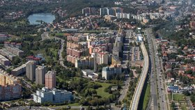 Jedinečné záběry: Praha 14 z ptačí perspektivy! Městská část slaví 25 let, co chystá?