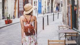 Zapomeňte na kabelku, trendem podzimu jsou batohy! Klidně je noste i k lodičkám