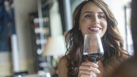 Ženy a alkohol: Trpí psychika, játra i vztahy. Kdy už je pití problém a kolik můžeme vypít?