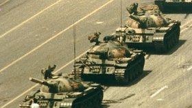 Zemřel autor (†64) ikonických fotek z krvavých protestů v Číně. Film schovával na záchodě