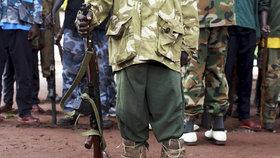 Kluci do armády, dívky na sex. Mír v Jižním Súdánu nic neznamená, varuje OSN