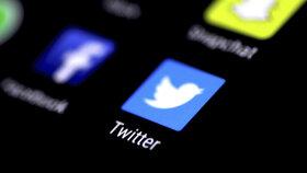 Twitter blokuje propagandu. O účet přišel i poradce saúdského korunního prince