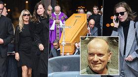 Přehlídka hvězd na pohřbu fotografa: Mossová v slzách, Herzigová s telefonem!