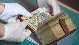 Vzácné poklady v Klementinu: Národní knihovna vystavuje rukopisy z doby Václava IV.
