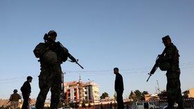 Volby prezidenta provází krveprolití. U místnosti v Afghánistánu vybuchla nálož, 15 zraněných